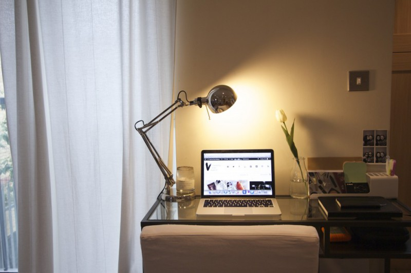 How To Squeeze A Desk Into A Very Small Space The Anna Edit