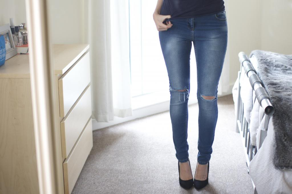 The Ripped Knee Jeans – The Anna Edit