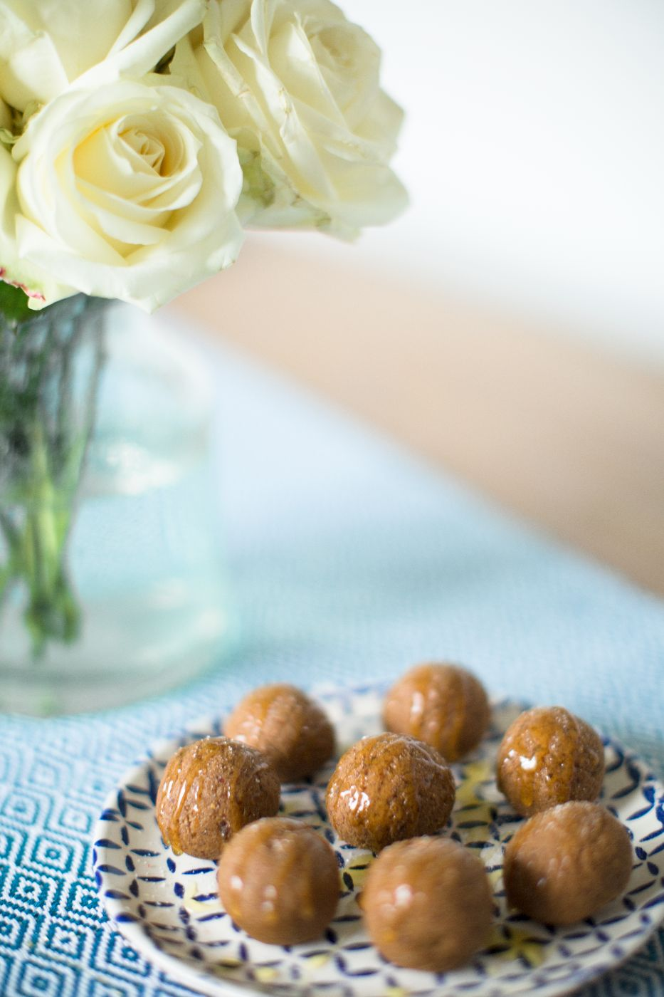 theannaedit-salted-caramel-date-protein-balls-recipe-march-2017-7