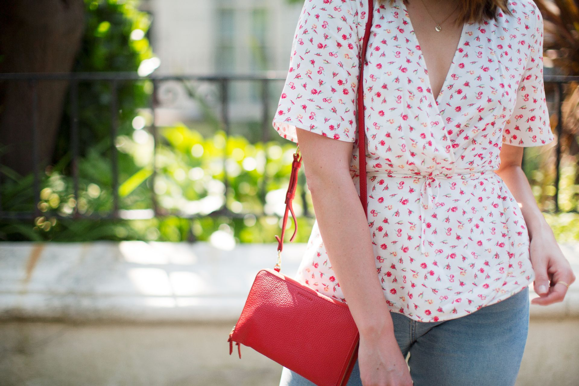 theannaedit-new-in-floral-shirt-red-summer-june-2017-9