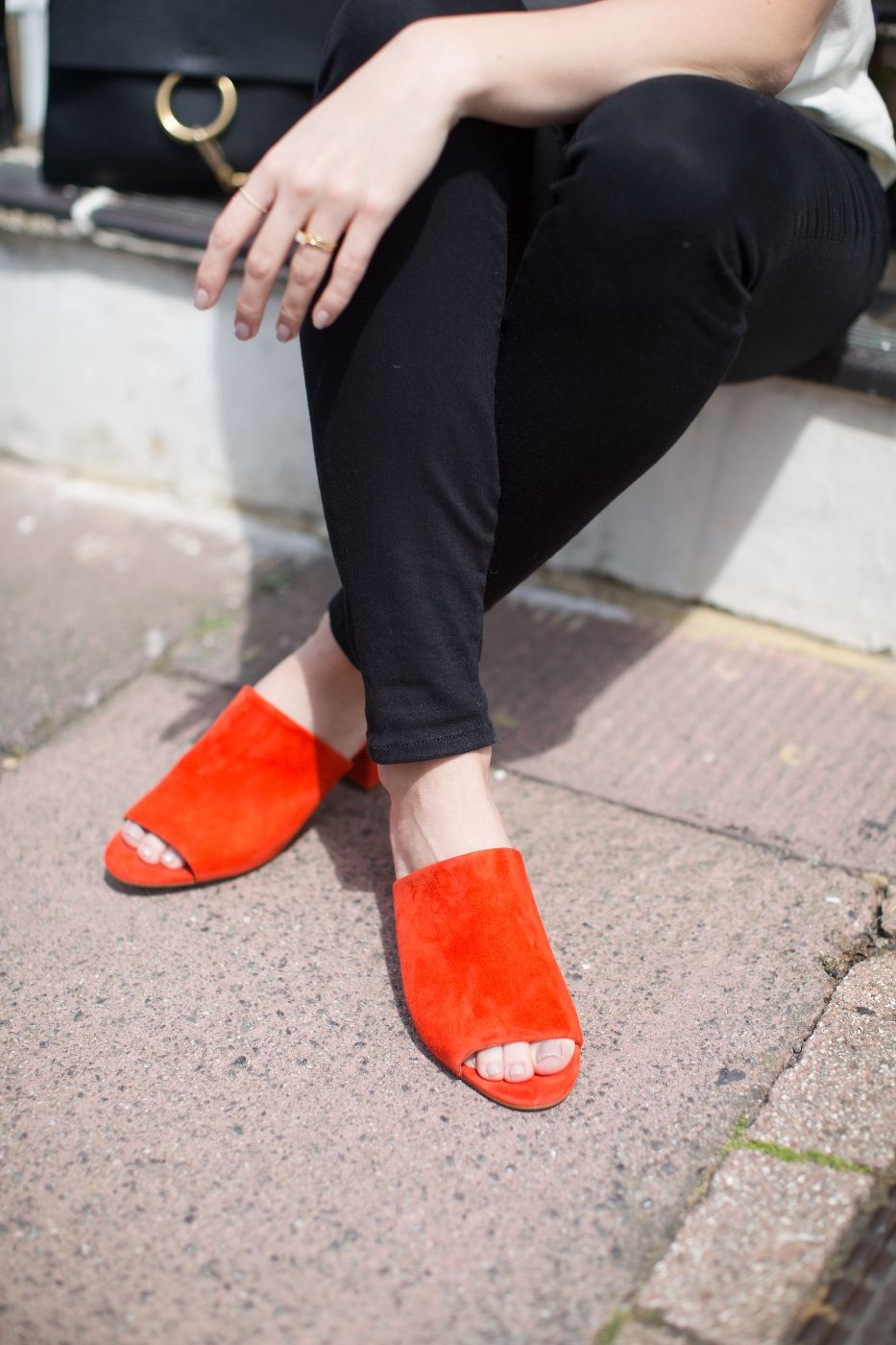 theannaedit-pops-of-red-andotherstories-mules-june-2017-5