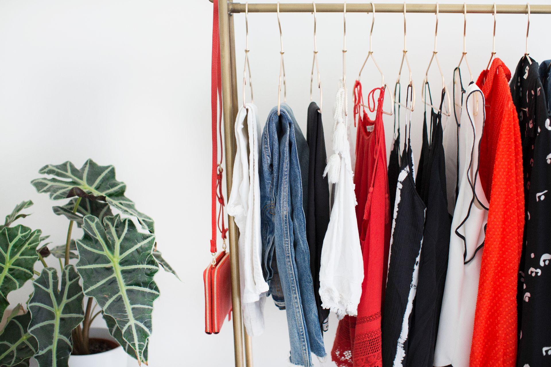 theannaedit-summer-capsule-wardrobe-red-edition-june-2017-1